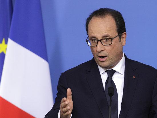 Французского президента критикуют и справа и слева — за зависимость от США