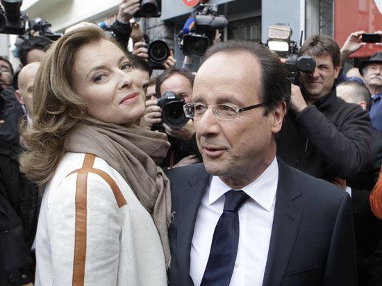 Опубликованы отрывки из книги Валери Триервейлер о жизни с президентом Франции Олландом и попытке самоубийства