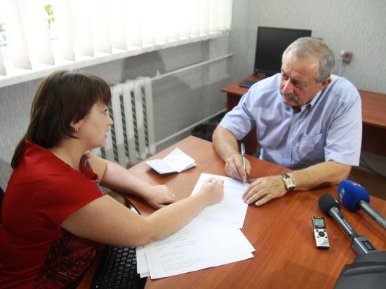 В Крыму начали оформлять биометрические загранпаспорта. Отпечатки пальцев снимать будут позже.