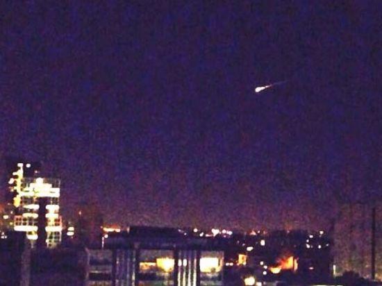 Жители Австралии этой ночью наблюдали странный НЛО. Оказалось, в деле замешаны русские
