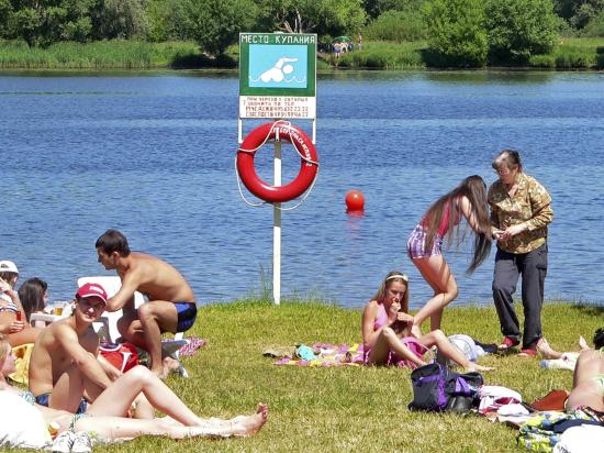 Вода на московских пляжах портится из-за жары