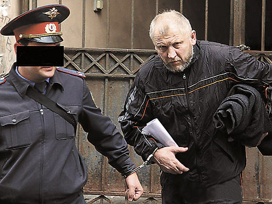 В расследовании гибели Старовойтовой право столкнулось с политикой