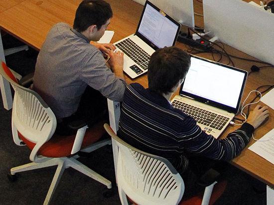 Роскомнадзор: зарубежные блоггеры тоже станут СМИ, Twitter и Facebook грозит блокировка