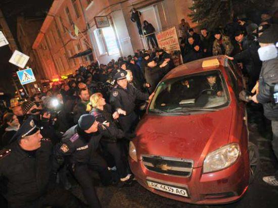 Президент Порошенко до сих пор не рассчитался с крымским таксистом