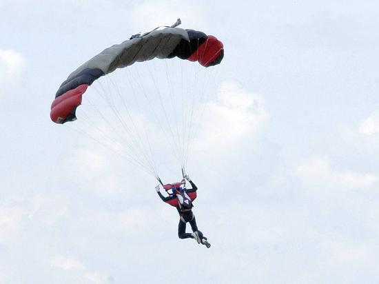Член сборной РФ по парашютному спорту погиб, выполняя сложную комбинацию