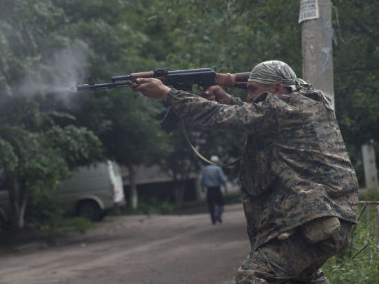 Ополченцы создают крупные бригады, окружают силы АТО и рвутся к Азову