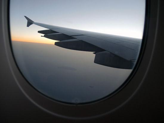 В Омске хулиганы ослепили лазерной указкой экипаж пассажирского Boeing