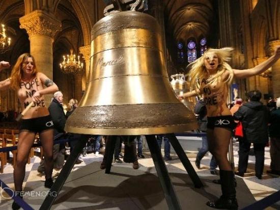 Суд в Париже освободил активисток Femen, обвинявшихся в порче колоколов Нотр-Дам