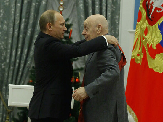 В Кремле наградили достойных