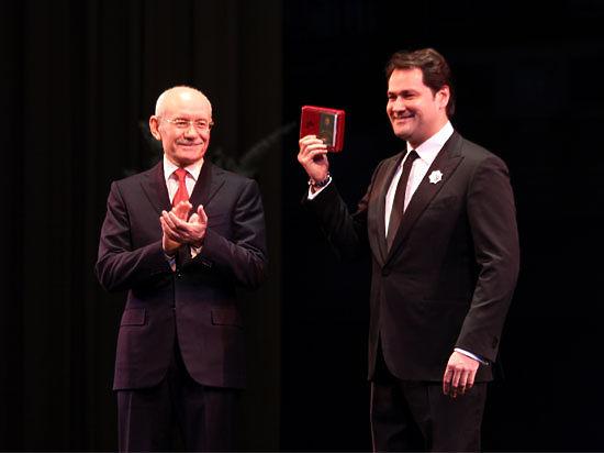 Глава Башкирии вручил Ильдару Абдразакову Орден Дружбы народов на открытии Башкирской оперы
