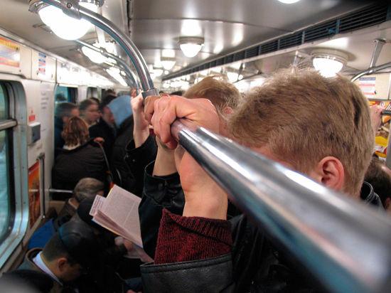 Пассажиры метро жалуются на жару в вагонах: проблема в кондциионерах