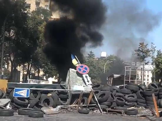 На Майдане вновь горят покрышки: начались столкновения