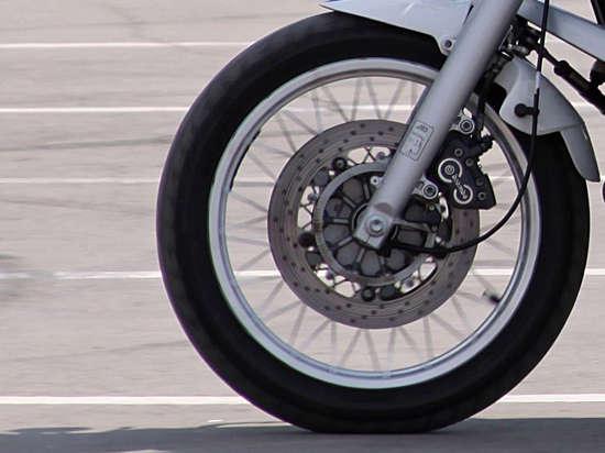 Полицейский сбил мотоциклиста в Московской области