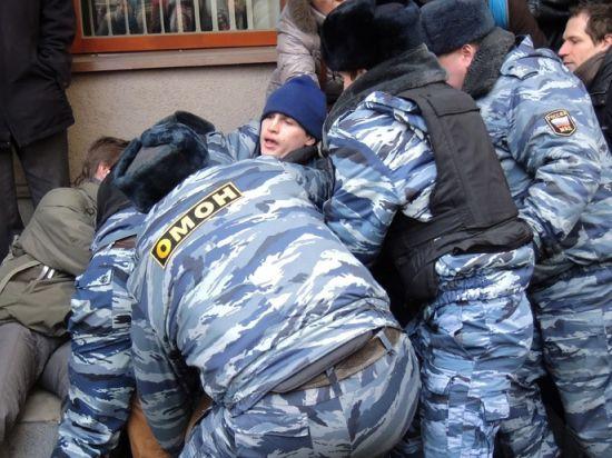 Пресса: полицейских избавят от ответственности за ущерб и травмы при задержании