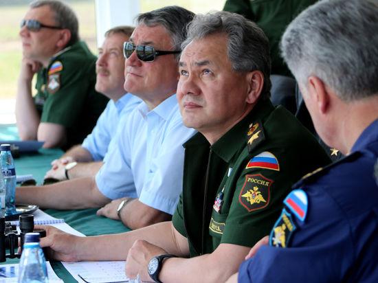 Сергею Шойгу показали дартс на самолетах