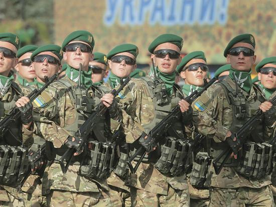 В честь 23-й годовщины независимости Порошенко ликвидировал праздник 23 февраля