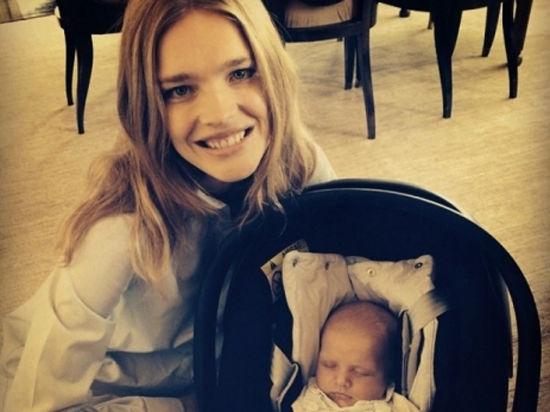 Наталья Водянова показала фотографию новорожденного сына