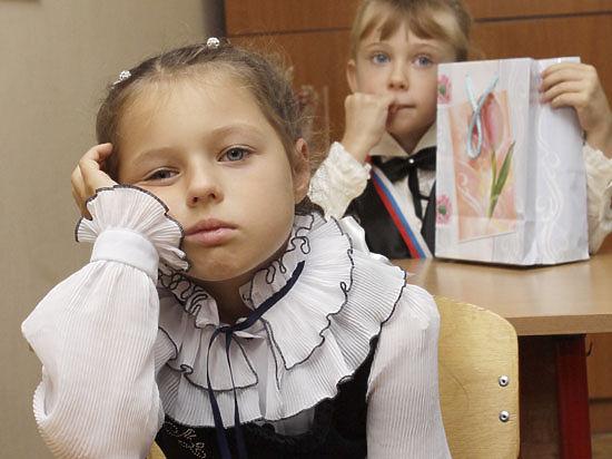 Четверть российских школ работают в две смены