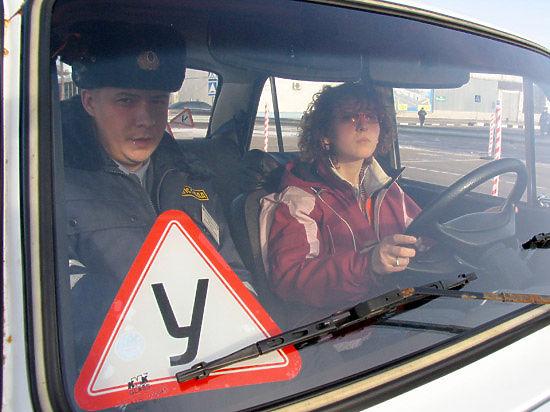 Посещение автошколы стало обязательным для получения водительских прав в РФ