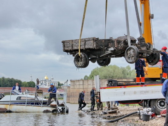 В Новгородском кремле  реставрируют грузовик горьковского производства