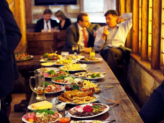 С граждан могут перестать принимать анонимные жалобы на рестораны и кафе