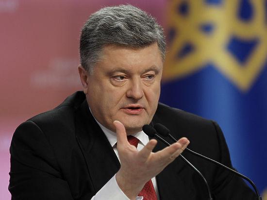 Порошенко подвел итоги года, «самого сложного с 1945-го»: «Если надо будет, введем военное положение»