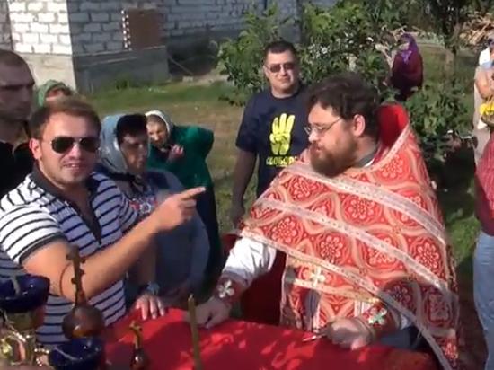 Националисты Ляшко устроили погром в киевском храме и облили соком священника