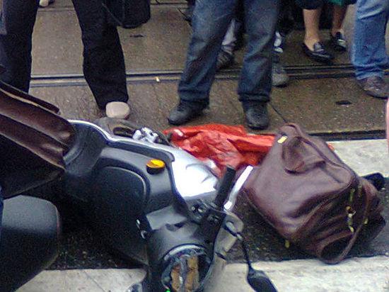 Очевидец сфотографировал предполагаемого киллера на скутере и описал события на Покровке