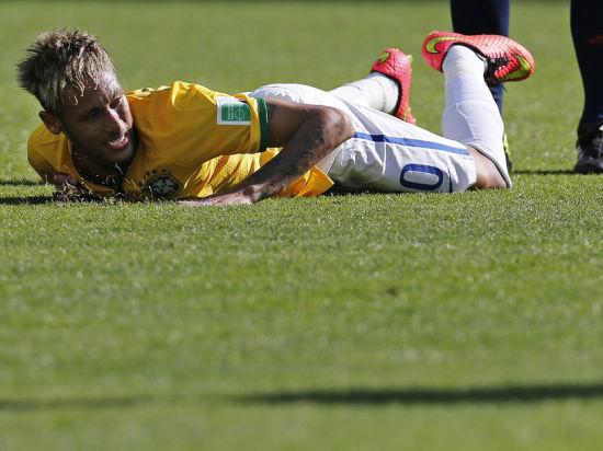 Бразилия победила Колумбию, но лишилась Неймара