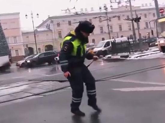 Генерал - майор Виктор Елисеев: «Танцующий полицейский» - наш солист, который служил в коллективе срочную службу»