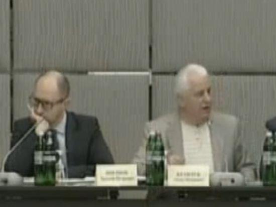 Яценюка на круглом столе национального согласия облили презрением