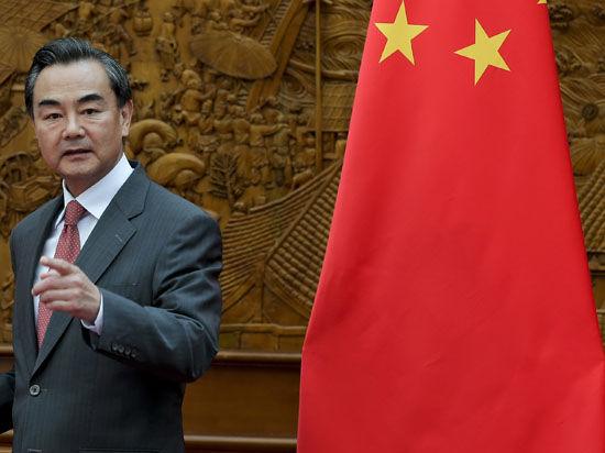 Китай решительно осудил японские санкции против России: