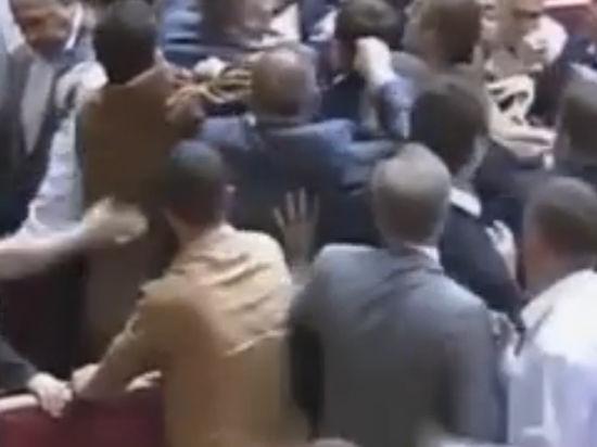 Драка в Раде: Депутата Левченко удалили из зала за критику