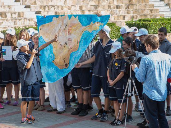 """Форсайт в """"Артеке"""": дети увидели сказочное будущее с каретами, фаст-фудом и гаджетами (фото)"""