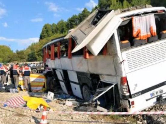 Неудачный трансфер: в Турции перевернулся автобус с российскими туристами