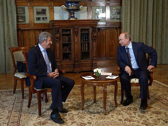 Путин принял в Ливадийском дворце француза, который показал президенту пантомиму с наручниками