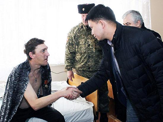 Главному коммунисту Бурятии прислали из Новороссии знамя «Беркута»