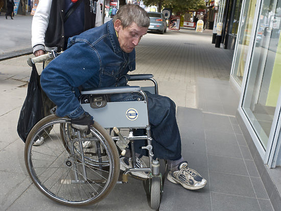 Саратовские инвалиды вынуждены становиться затворниками