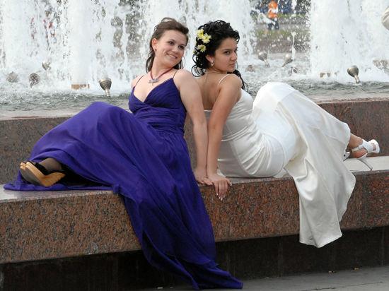 Влад Лисовец — о том, что не надевать на выпускной: платье в рюшах, галстук-бабочка и «хлебницы» на голове