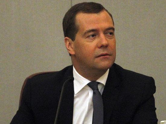 Медведев поручил правительству глядеть в оба за Украиной и ЕС
