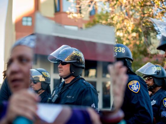 Трагедия в Фергюсоне: Обама хочет лишить полицейских военного снаряжения