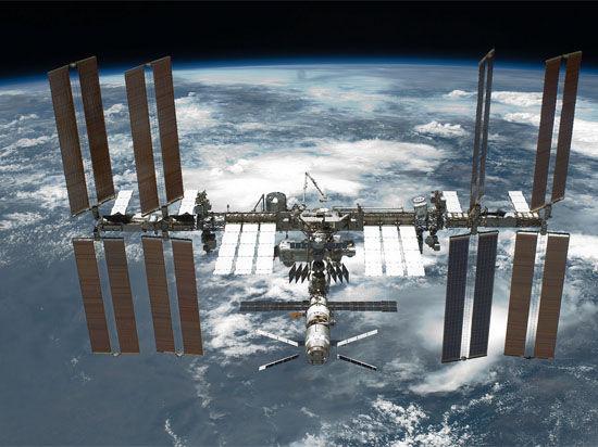 Космические санкции: США полетят на МКС без России