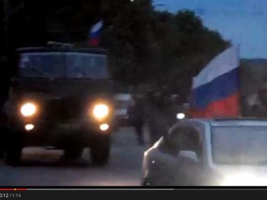 Над мэрией подняли российский триколор и знамя Войска Донского