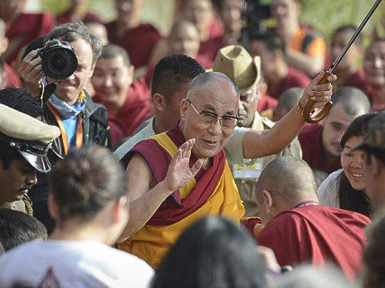 Далай-лама поспорил с Папой Римским: Третью мировую войну развяжет лишь сумасшедший