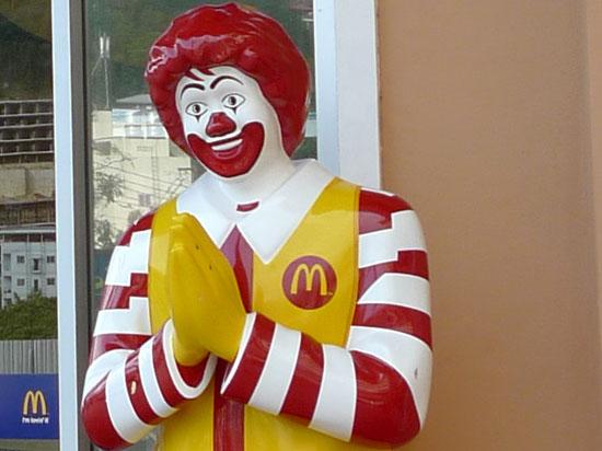 «Макдоналдс» на Манежной площади закрыли на три месяца из-за кишечной палочки. И никакой политики