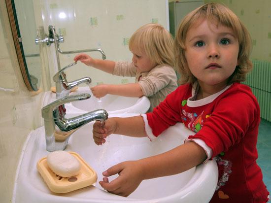 Родители смогут следить за детьми в детсадах по видеокамерам