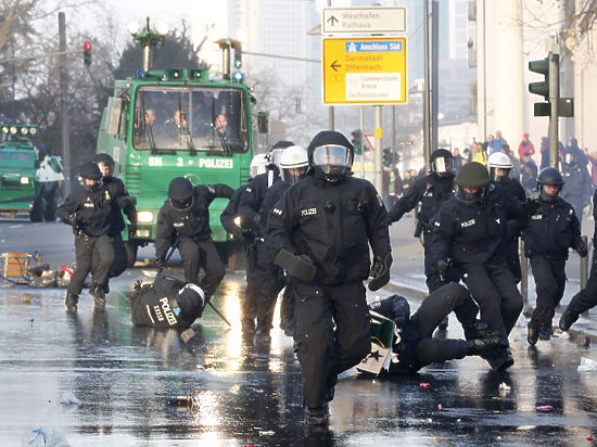 Беспорядки во Франкфурте: большинство арестованных - иностранцы
