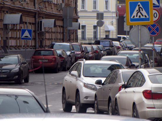 Должников по штрафам за неправильную парковку в Москве не пустят за границу