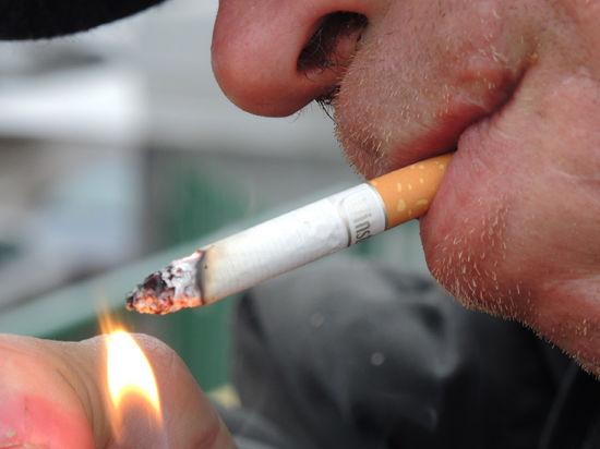 Во время езды на автомобиле запрещено разговаривать, курить и кланяться кому-либо, снимая головной убор
