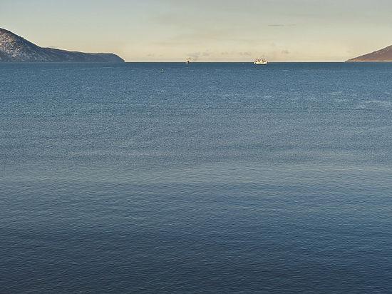 Рыболовецкий траулер затонул на Камчатке, погибли 53 человека